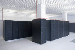 Um Teile des Gehirns zu simulieren benutzt das Blue Brain Projekt unter anderem solche Magerit Supercomputer, wie hier am Supercomputing and Visualization Center of Madrid (CeSViMa). Foto: CeSViMa, CC-BY-SA 3.0 https://creativecommons.org/licenses/by-sa/3.0/legalcode