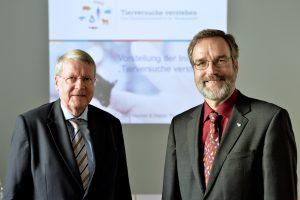 Jörg Hacker (l.) und Stefan Treue stellten die Initiative Tierversuche verstehen vor.