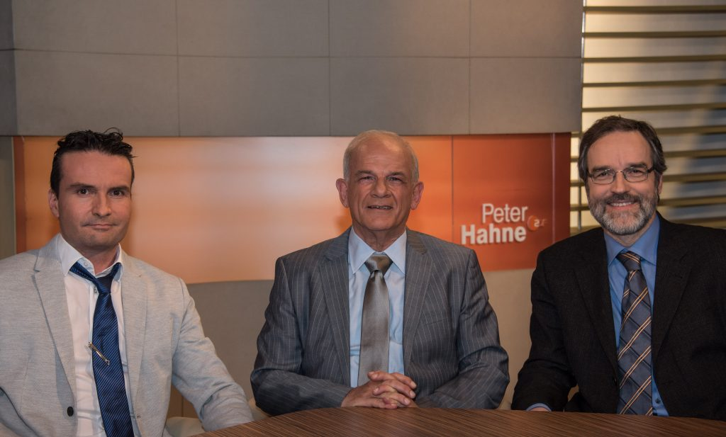 Von links nach rechts: Dr. Andreas Ganz (Ärzte gegen Tierversuche), Peter Hahne und Prof. Stefan Treue, Sprecher der Steuerungsgruppe von Tierversuche verstehen